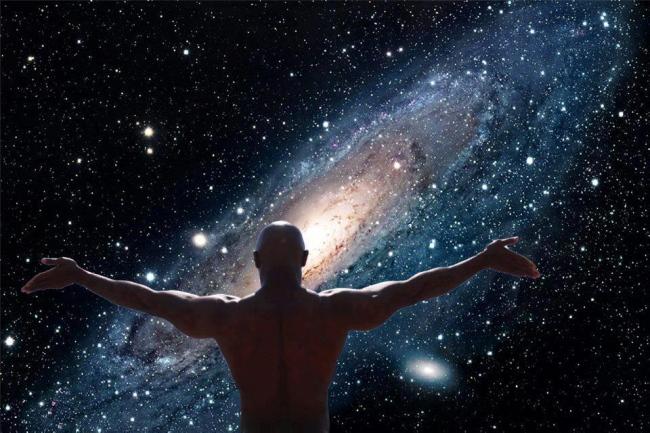 homme face à l'univers